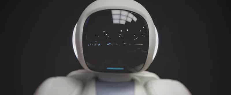 Image d'un robot vu de face.